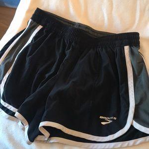 Brooks Ladies Medium shorts black/grey/white